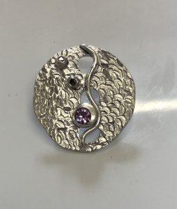 circular design pendant, Stone setting in silver clay, cz fireable stones, deign silver jewellery, make silver jewellery, www.lrsilverjewellery.co.uk