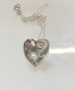 shiny heart pendant, Stone setting in silver clay, cz fireable stones, deign silver jewellery, make silver jewellery, www.lrsilverjewellery.co.uk