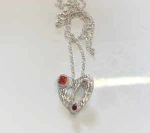 heart shape pendant, Stone setting in silver clay, cz fireable stones, deign silver jewellery, make silver jewellery, www.lrsilverjewellery.co.uk